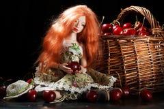 Doll en kers stock afbeeldingen