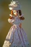 Doll in met de hand gemaakte roze kleding Royalty-vrije Stock Fotografie