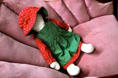 Doll op antieke stoel Royalty-vrije Stock Foto's
