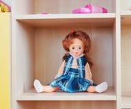Doll op een plank royalty-vrije stock foto's