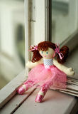 Doll op het venster Stock Foto's
