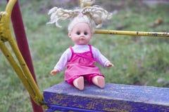 Doll op schommeling Royalty-vrije Stock Afbeeldingen