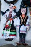 Doll paar in traditionele Moldovische kleren Stock Foto's