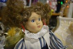 Doll van vrouwelijk lichtheid en geluk is stuk speelgoed verhaal stock foto's