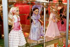 Doll in verschillende kleding Royalty-vrije Stock Afbeelding