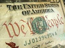 Dollar américain avec nous l'inscription de personnes accentuée Photos stock