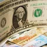 Dollar américain et billets de banque russes en gros plan Photos libres de droits