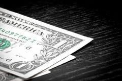 Dollar auf altem schwarzem Holz Lizenzfreie Stockbilder