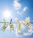 Dollar auf einem Seil lizenzfreies stockbild