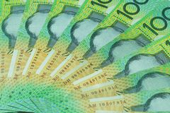 Dollar australien, argent d'Australie 100 dollars de pile de billets de banque sur le fond blanc Image stock