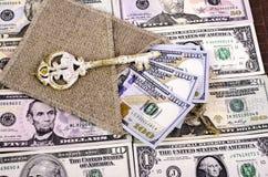 Dollar av olika nominella värden, säcken och tangenten Royaltyfria Foton