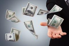 Dollar-Banknoten auf junger Geschäftsfrau Stockfotos