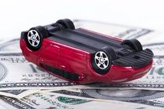 Dollar-Banknoten und Toy Car Accident Stockfoto