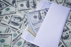 Dollar in einem Umschlag Stockbild