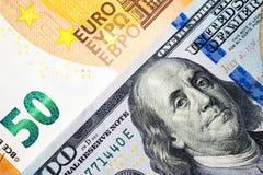 Dollar en euro bankbiljetachtergrond in concept gelduitwisseling Stock Foto