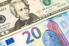 Dollar en euro bankbiljetachtergrond in concept gelduitwisseling Stock Afbeeldingen