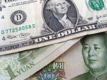 Dollar en Yuan stock afbeelding