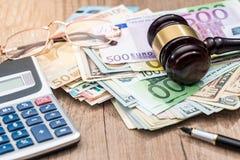 Dollar euro, auktionsklubbaexponeringsglasräknemaskin Royaltyfria Foton