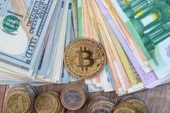 dollar euro, bitcoin, mynt close upp Arkivbild