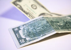 dollar för 2 bills tillsammans Arkivbilder