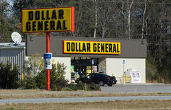 Dollar General. Operates over 9300 retail stores in the USA like this one in Darlington, South Carolina Stock Images