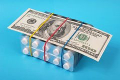 dollar hundra lays som packar vita tablets arkivbild