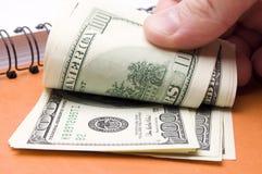 Dollar in Ihrer Hand Stockfoto