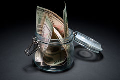 Dollar im Glasglas Stockbild