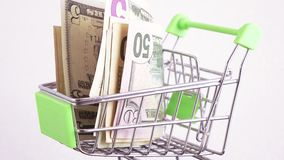 Dollar im Korb stock video footage