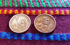 Dollar-Münzen im typischen Stoff Lizenzfreies Stockfoto