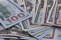 Dollar merkt Hintergrund einschließlich die neuen Blue Noten lizenzfreie stockfotos
