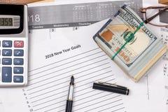 Dollar mit Liste für 2018 Ziele des neuen Jahres Lizenzfreies Stockbild