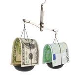Dollar och euroet i jämvikten Arkivbild