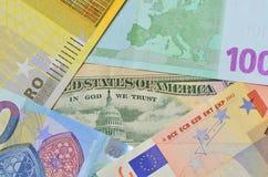 Dollar- och eurosedlar Arkivbild