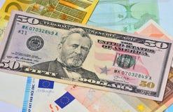 Dollar- och eurosedlar Arkivfoto