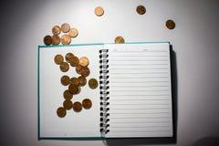 Dollar och femtio cent en anteckningsbok Royaltyfria Bilder