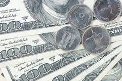 Dollar och myntpengar Arkivfoto
