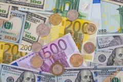 Dollar, pond, euro muntstuk op euro Stock Foto