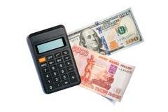 100 dollar, 5000 rubel och räknemaskin Royaltyfria Bilder