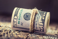 Dollar rullade sedelcloseupen Kontanta pengaramerikandollar Närbildsikt av bunten av US dollar Royaltyfria Bilder