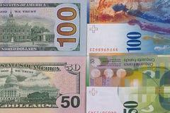 100 dollar 50 schweizisk franc pengarbakgrund Royaltyfri Foto