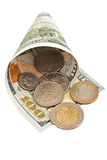 100 dollar sedel och mynt på vit bakgrund Arkivbilder