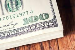 Dollar sedelcloseup Kontanta pengaramerikandollar Närbildsikt av bunten av US dollar Arkivbild