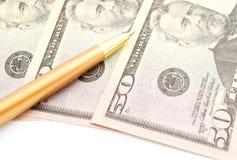 Dollar sedlar och guld- penna Royaltyfria Bilder
