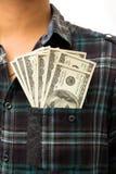 Dollar in seiner vorderen Tasche. Stockfotografie
