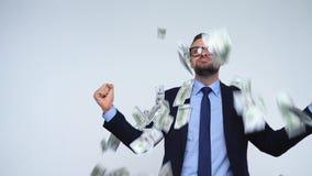 Dollar som faller på formellt klädd man arkivfilmer