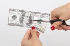 100 dollar som klipps med sax på vit Royaltyfri Foto