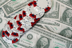 Dollar und Chips Lizenzfreie Stockbilder