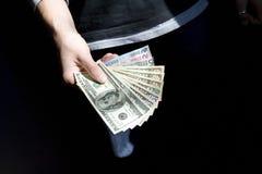 Dollar und Euro in einer Hand Lizenzfreie Stockfotos