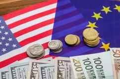 Dollar und Euro mit Flagge Stockfoto